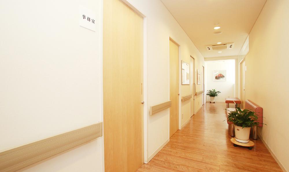 バリアフリー設計の廊下